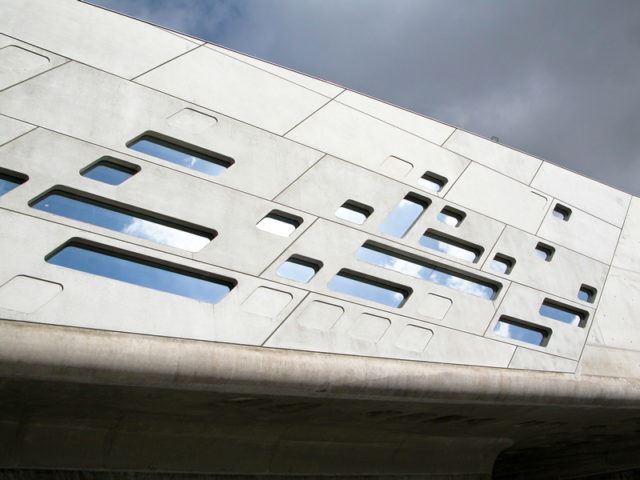 Phaeno Bilim Merkezi / Zaha Hadid