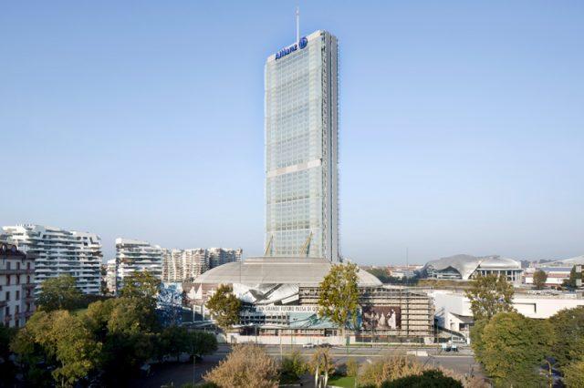 Allianz Kulesi / Arata Isozaki
