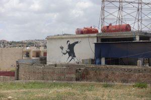 Love is in the air, Banksy. 2003, Kudüs, İsrail